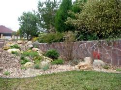 Камень в саду